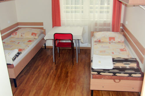 Tourist standard twin room with en-suite bathroom